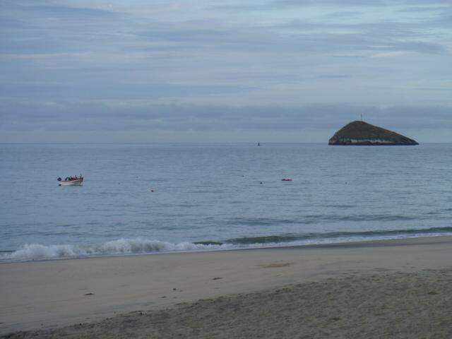 25 Santa Clara beach